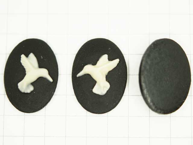 CS647JF 18×13 アクリルカメオ 鳩 黒×白 ペア
